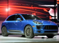 Porsche Macan - high tech wooden box